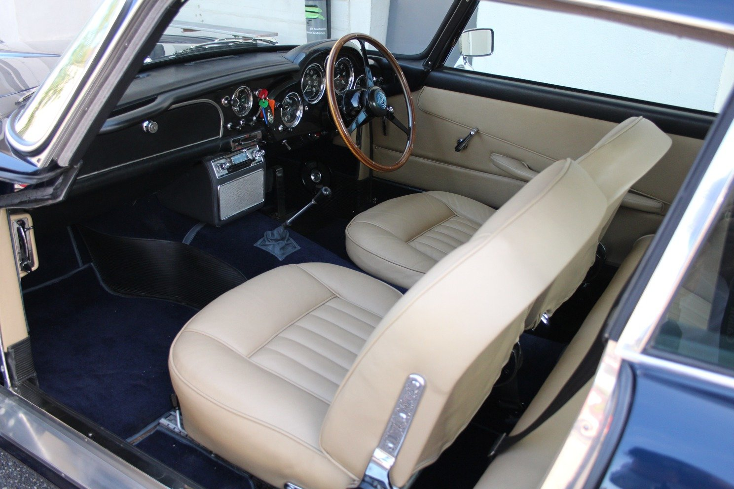 1963 Aston Martin DB4 Series V RHD - Ex. Victor Gaunlett For Sale (picture 3 of 6)