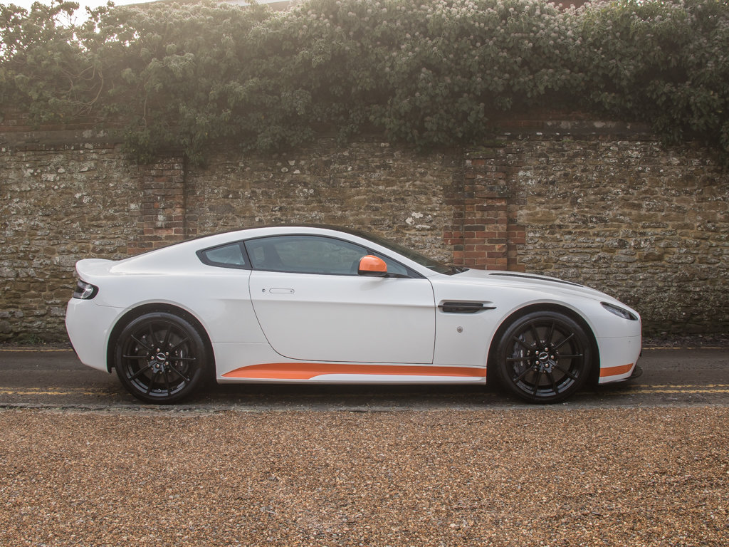 2017 Aston Martin    V12 Vantage S Manual  For Sale (picture 1 of 18)