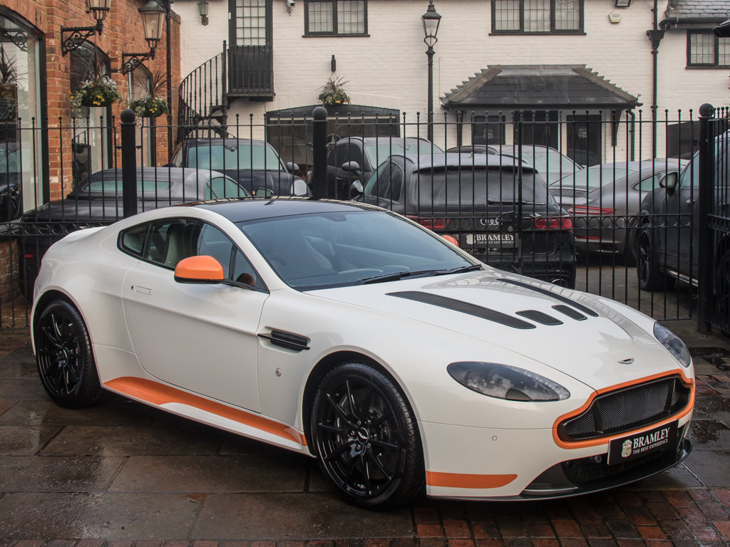 2017 Aston Martin    V12 Vantage S Manual  For Sale (picture 2 of 18)