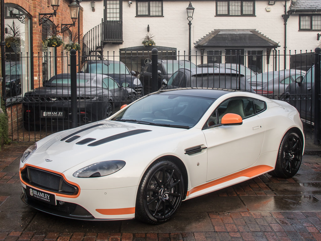 2017 Aston Martin    V12 Vantage S Manual  For Sale (picture 4 of 18)