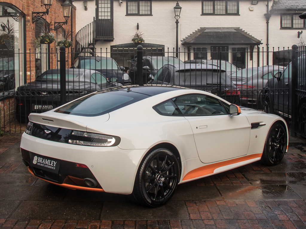 2017 Aston Martin    V12 Vantage S Manual  For Sale (picture 7 of 18)