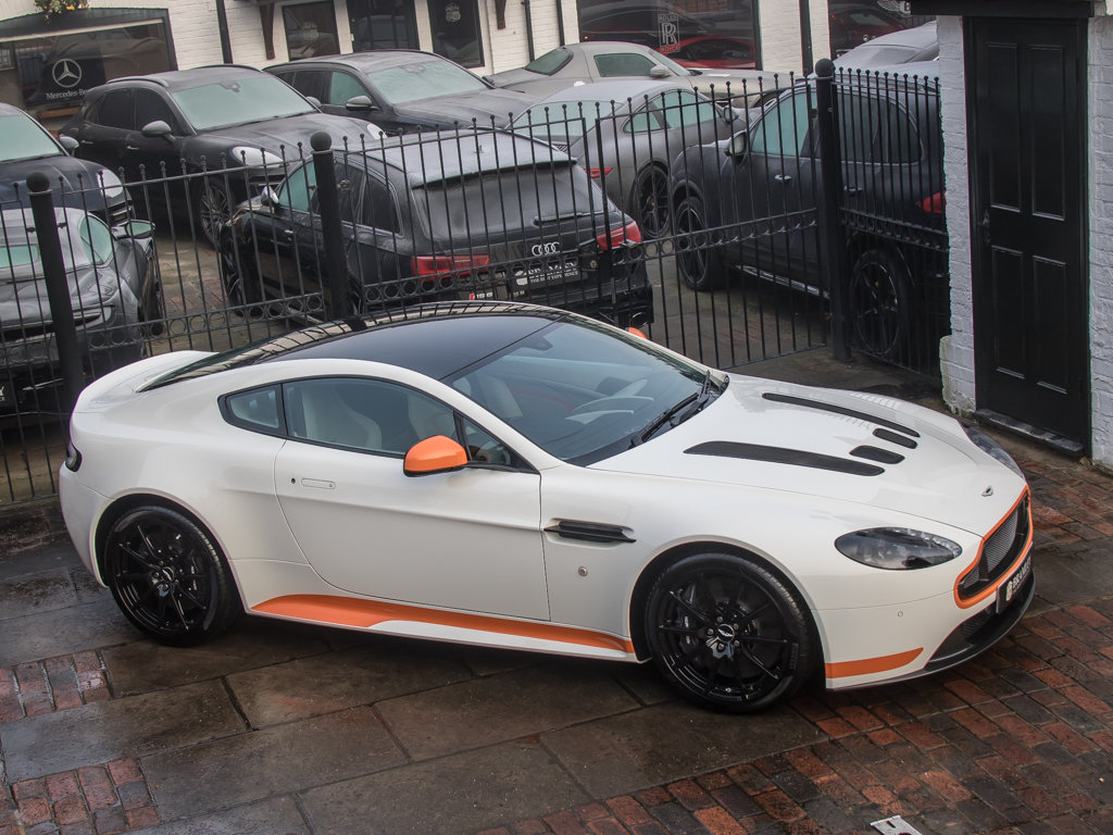 2017 Aston Martin    V12 Vantage S Manual  For Sale (picture 8 of 18)