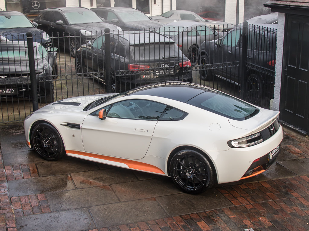 2017 Aston Martin    V12 Vantage S Manual  For Sale (picture 9 of 18)