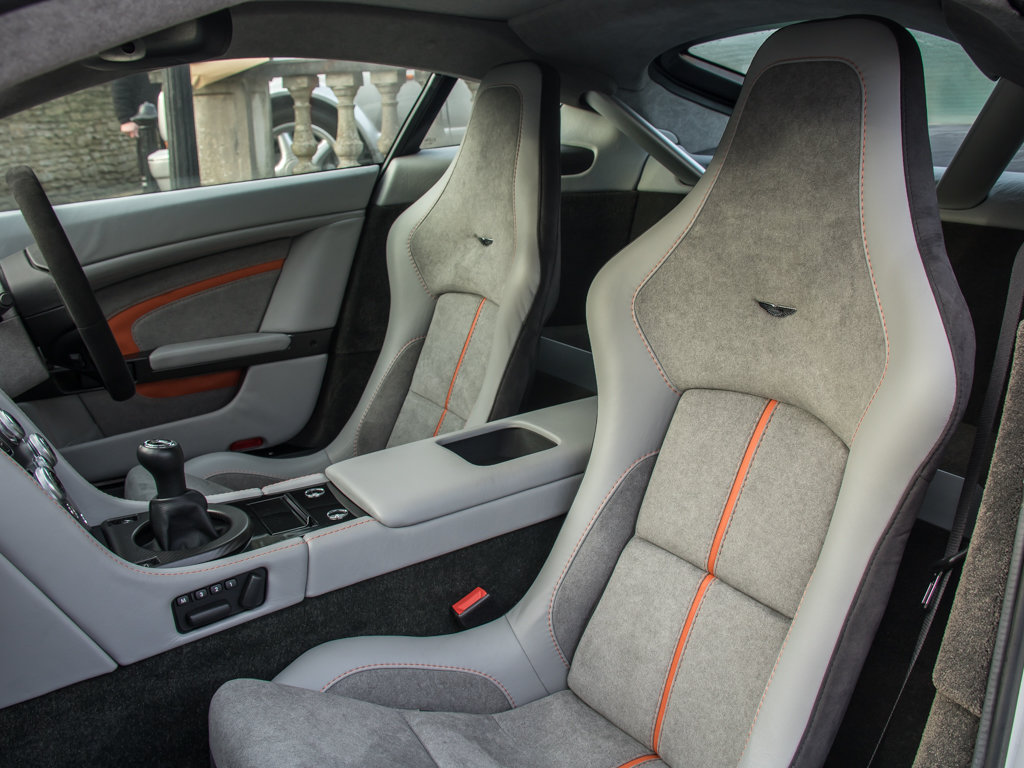 2017 Aston Martin    V12 Vantage S Manual  For Sale (picture 16 of 18)
