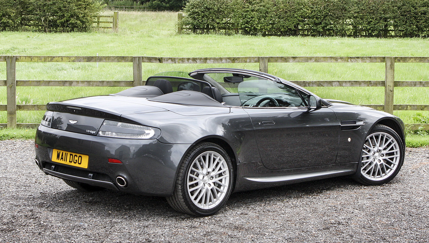 2011 Aston Martin V8 Vantage **NOW SOLD** For Sale (picture 3 of 6)
