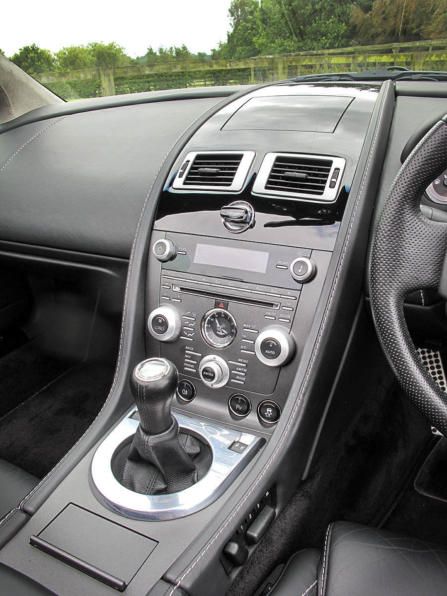 2011 Aston Martin V8 Vantage **NOW SOLD** For Sale (picture 5 of 6)