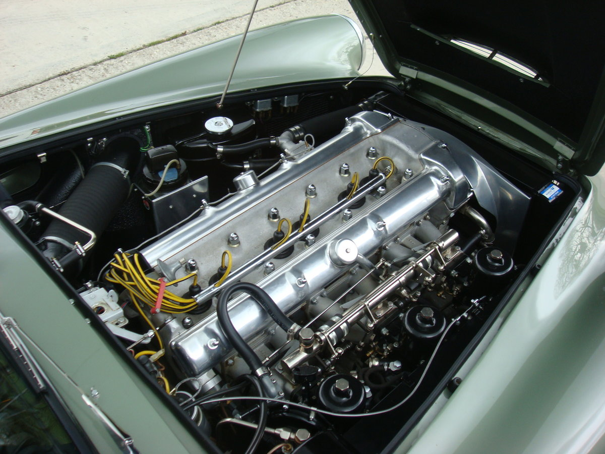 1960 Aston Martin DB4 Series 11 (Vantage Specification) For Sale (picture 5 of 6)