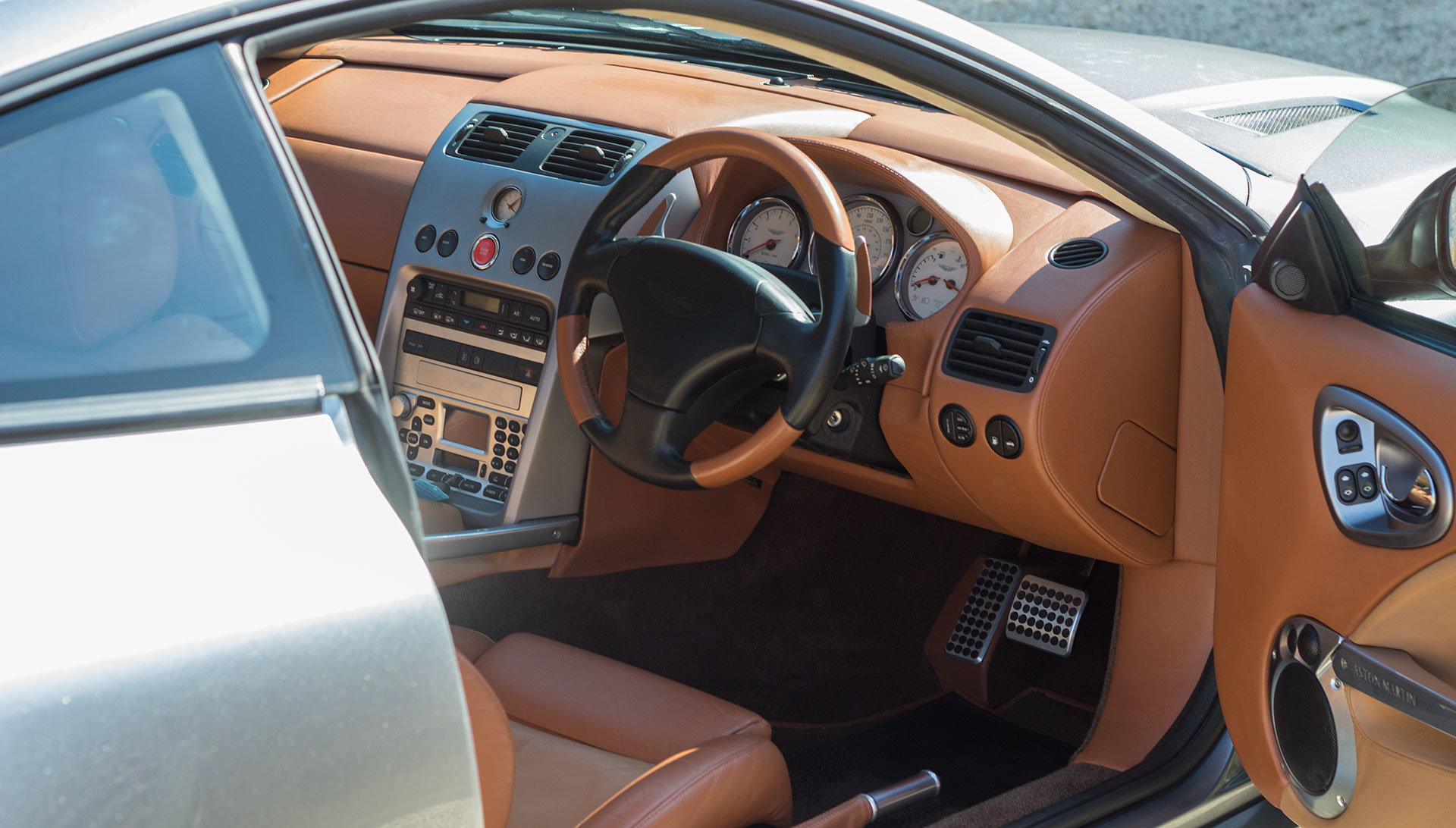 2003 Aston Martin V12 Vanquish - 22,000 miles For Sale (picture 4 of 6)