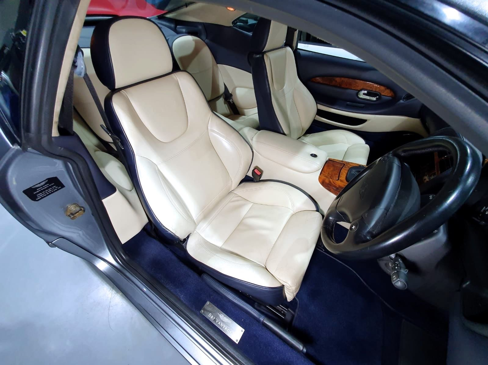 2001 Aston Martin DB7 Vantage Coupe - Immaculate For Sale (picture 6 of 6)