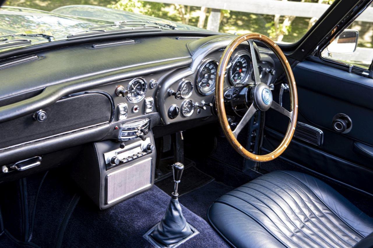 1967 Aston Martin DB6 Volante For Sale (picture 4 of 6)