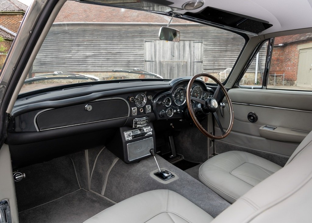 1965 Aston Martin DB6 For Sale (picture 3 of 6)
