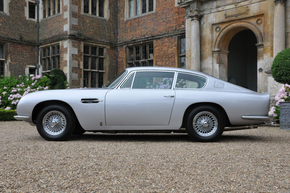 Fully Restored 1967 Aston Martin DB6 (Vantage Specification) For Sale (picture 2 of 6)