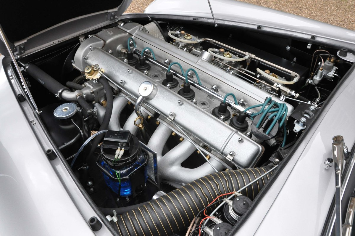 Fully Restored 1967 Aston Martin DB6 (Vantage Specification) For Sale (picture 4 of 6)