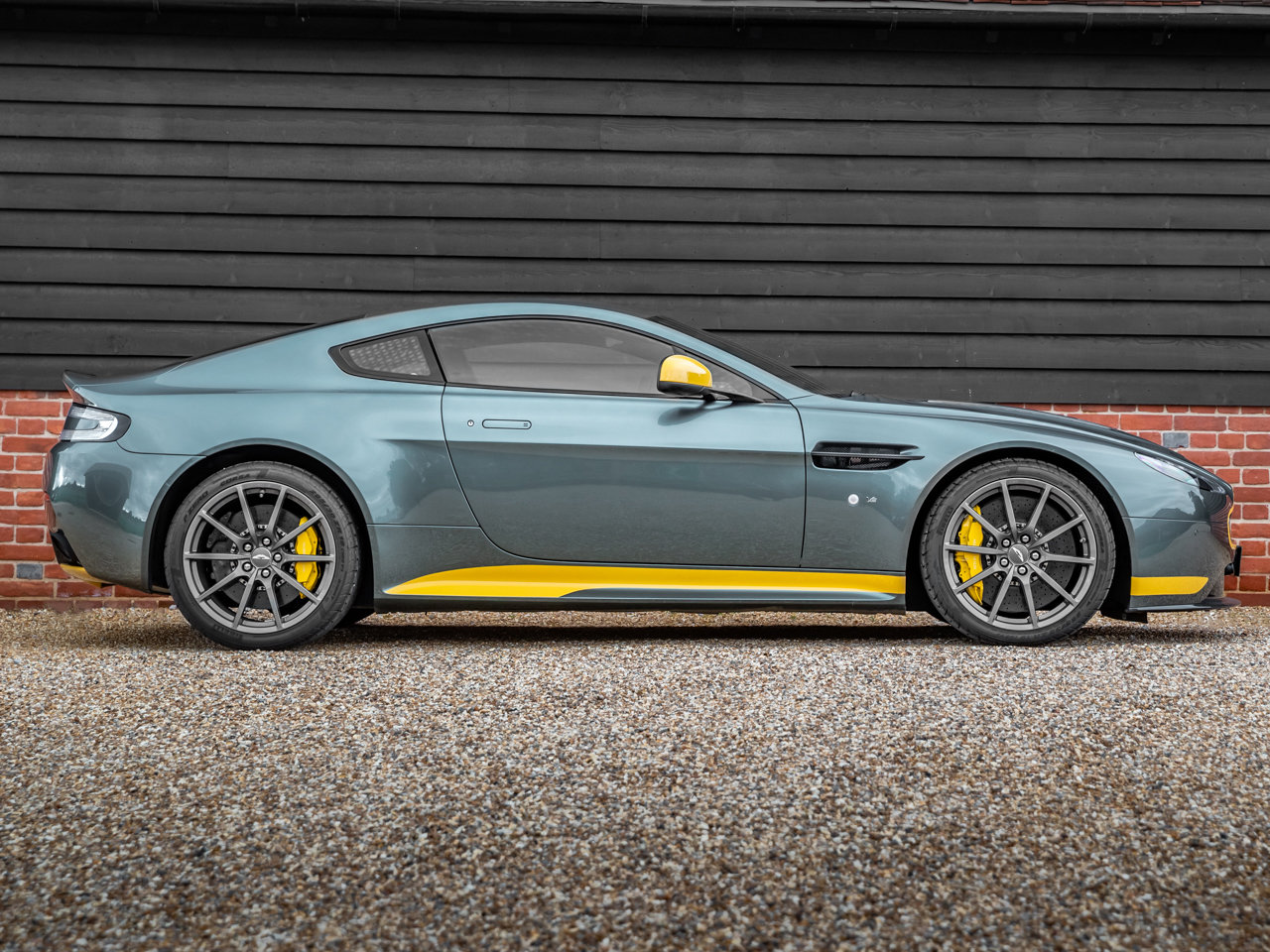 2017 Aston Martin V12 Vantage S Manual Coupe For Sale (picture 2 of 6)