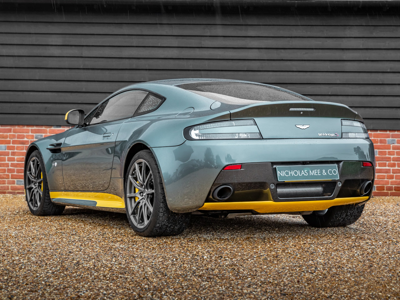 2017 Aston Martin V12 Vantage S Manual Coupe For Sale (picture 3 of 6)