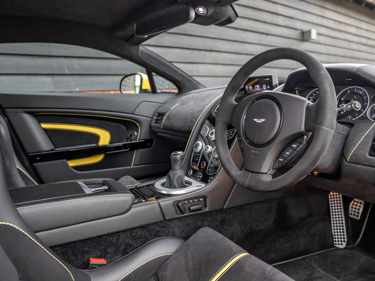2017 Aston Martin V12 Vantage S Manual Coupe For Sale (picture 4 of 6)