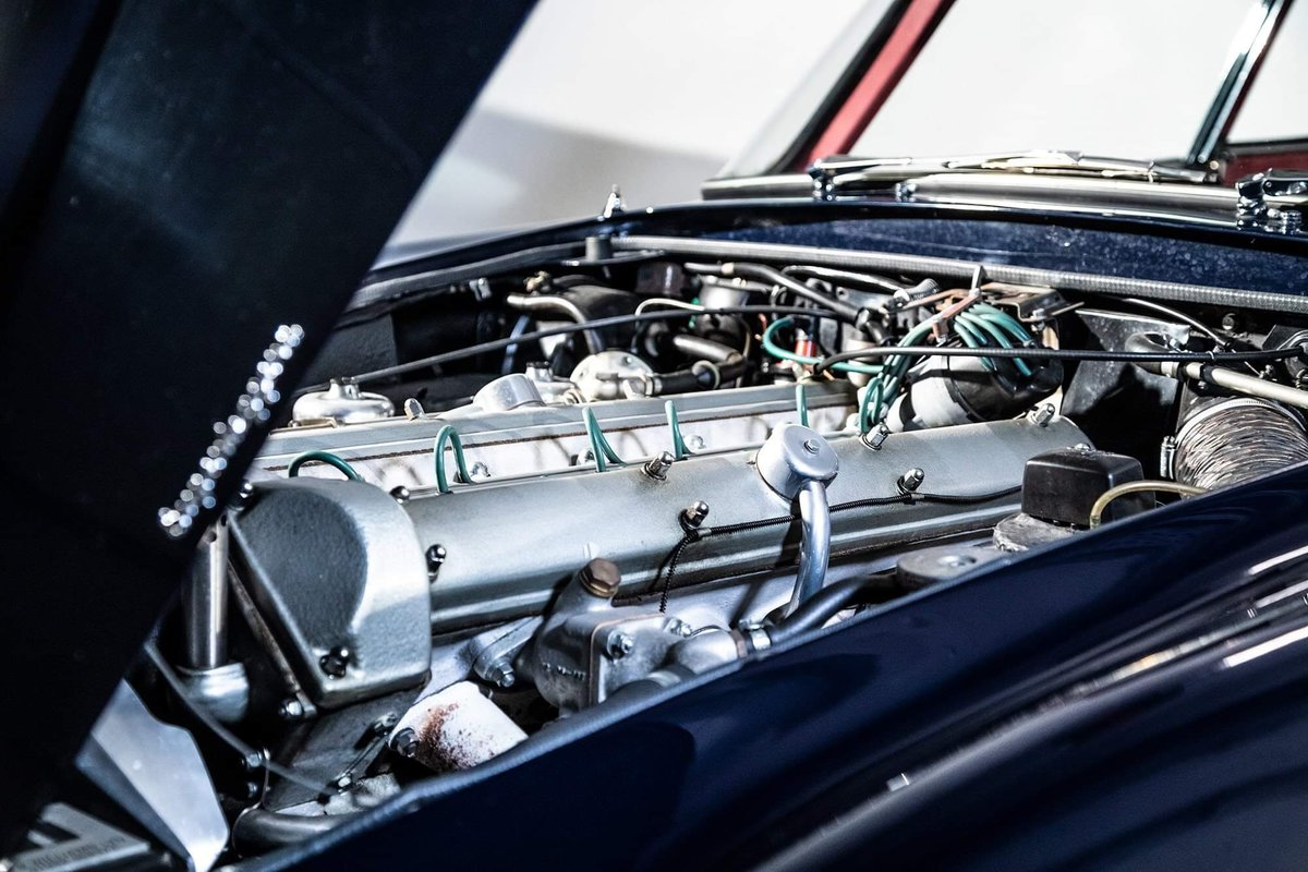 1962 Aston Martin DB4 Vantage SS Series 5 SOLD (picture 11 of 20)