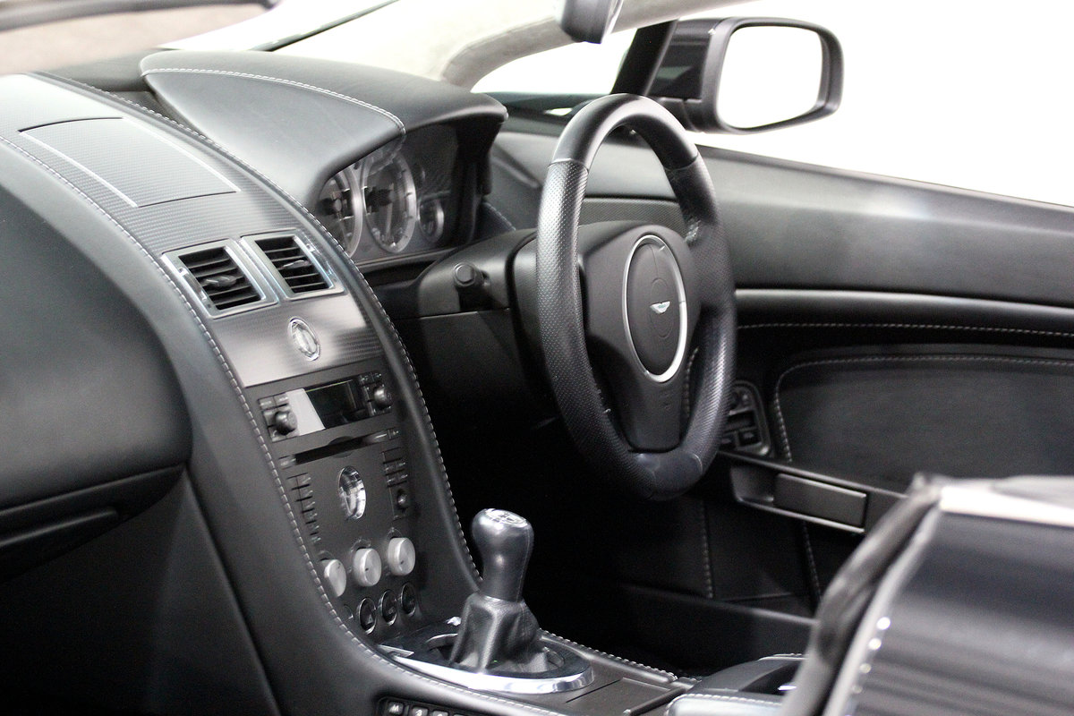 2009 Aston Martin V8 Vantage Roadster N400 rare manual For Sale (picture 5 of 6)