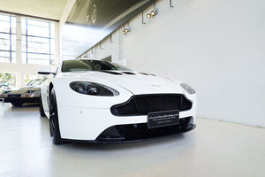 Picture of 2014 Stunning V12 Vantage S, Stratus White, Carbon Fibre Pack SOLD