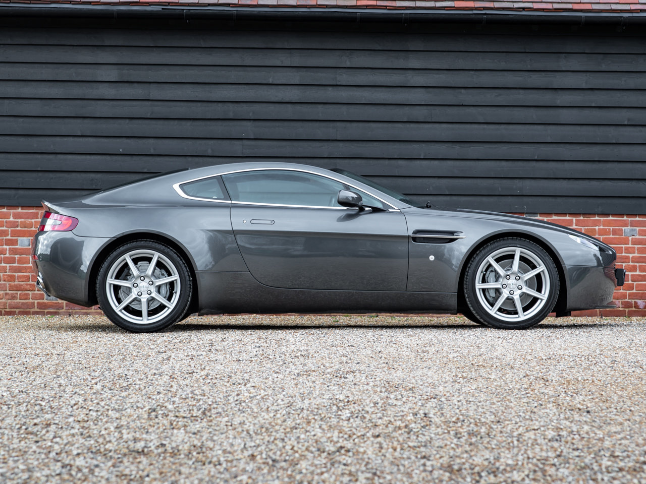 2008 Aston Martin V8 Vantage - Manual For Sale (picture 2 of 12)