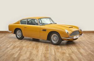 Aston Martin DB6 Vantage Saloon
