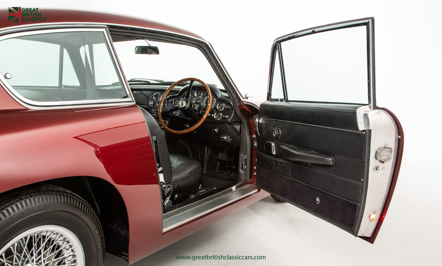 1966 ASTON MARTIN DB6 // FULLY RESTORED // INCREDIBLE HISTORY For Sale (picture 15 of 29)