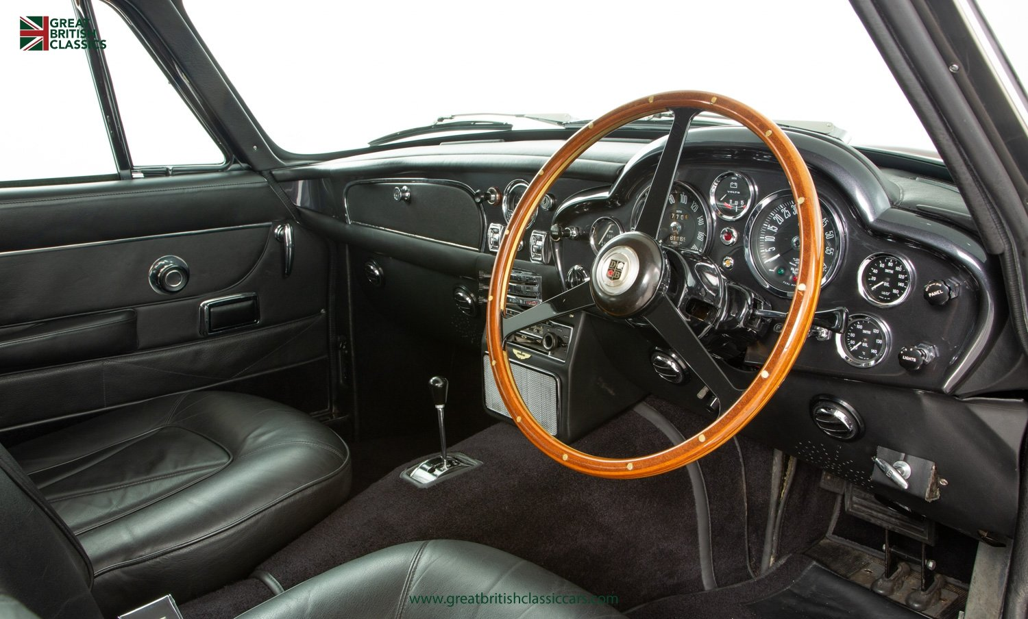 1966 ASTON MARTIN DB6 // FULLY RESTORED // INCREDIBLE HISTORY For Sale (picture 16 of 29)
