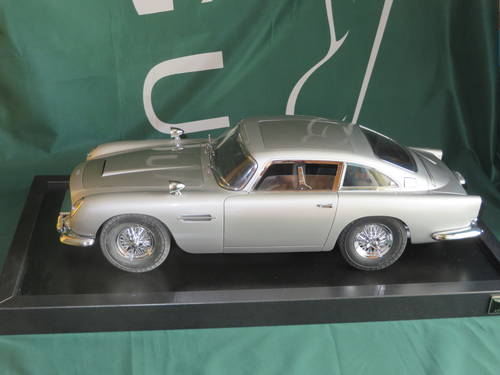 James Bond 007 Aston Martin Model 1 8 Scale Sold Car And