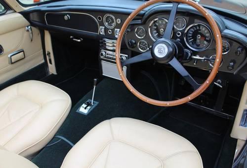 1968 Aston Martin DB6 Volante (RHD) For Sale (picture 4 of 6)
