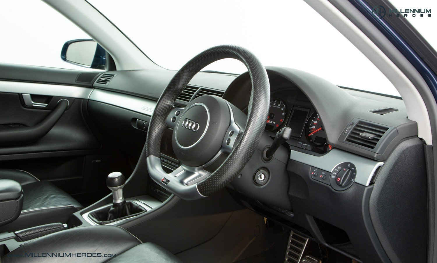 2007 AUDI B7 RS4 SALOON // EXCELLENT HISTORY // MUGELLO BLUE For Sale (picture 4 of 6)