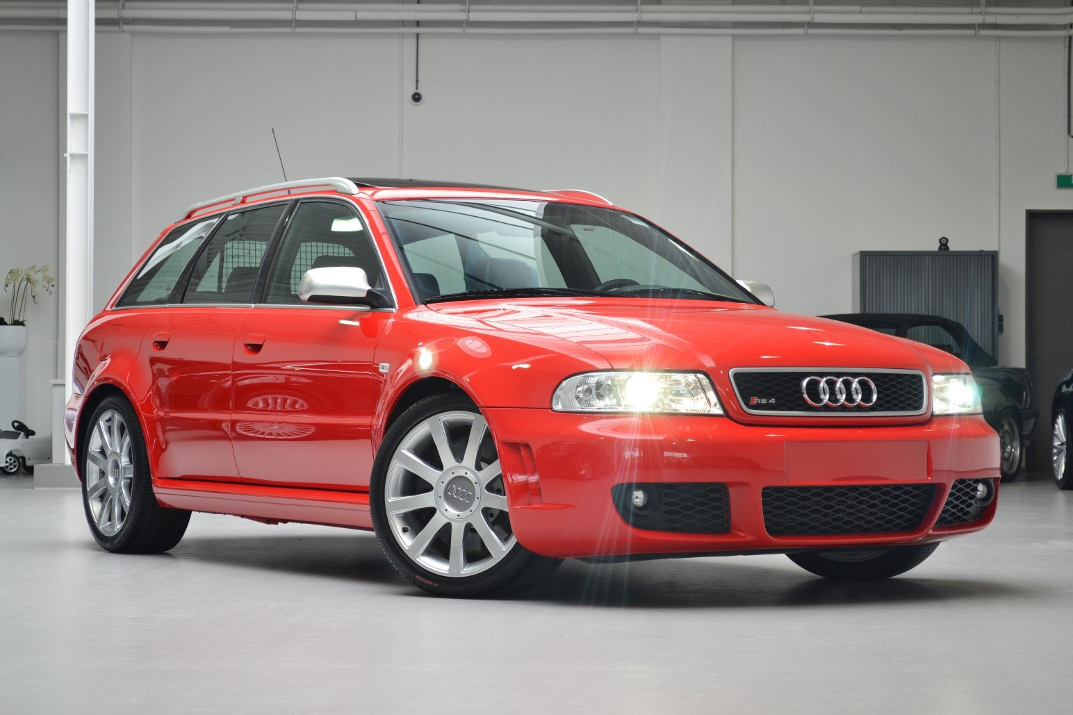 Audi rs4 b5 2000 rare misano red rhd mint conditio For Sale (picture 1 of 1)