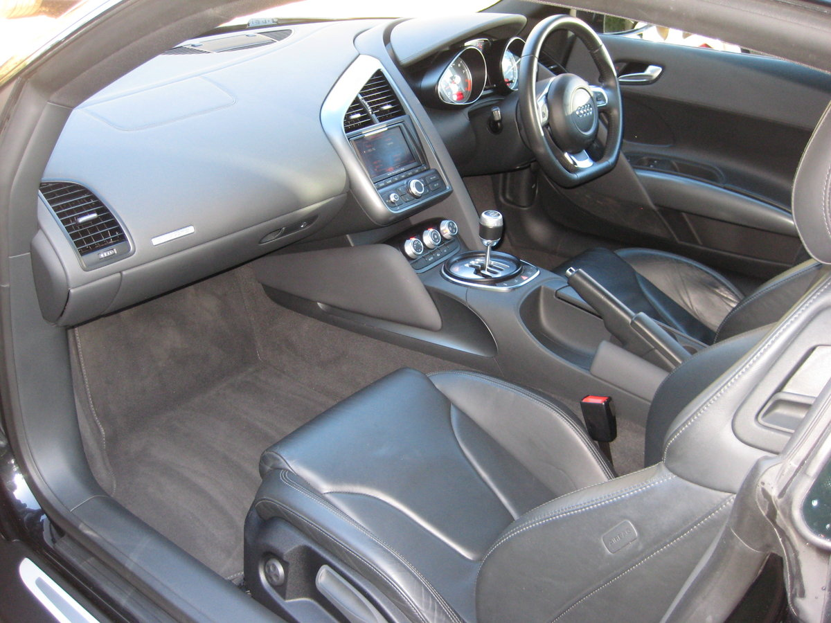2008 Audi R8 Quattro 6 Spd Manual With Only 27,000 Miles From New For Sale (picture 3 of 6)