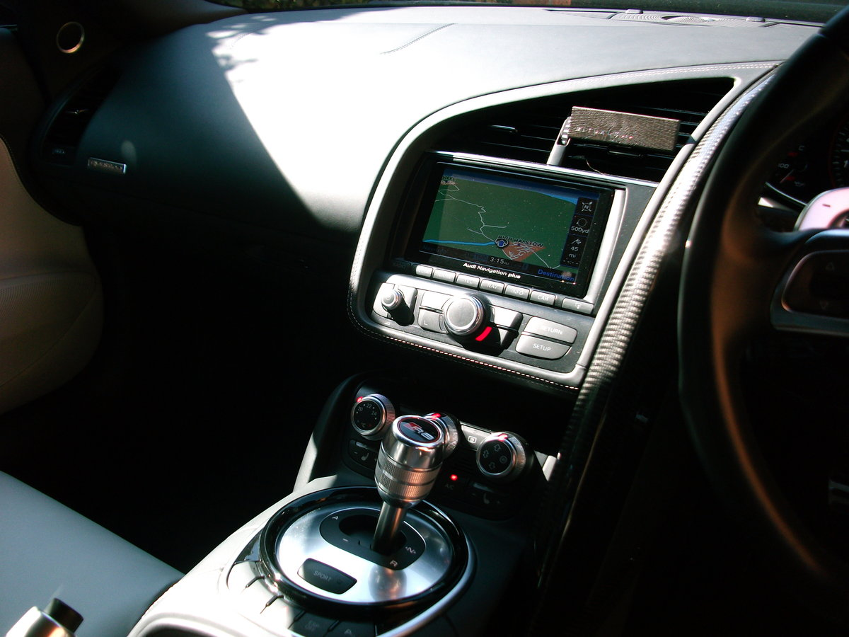 2015 Audi R8 Spyder 5.2 FSi Quattro V10 For Sale (picture 5 of 6)