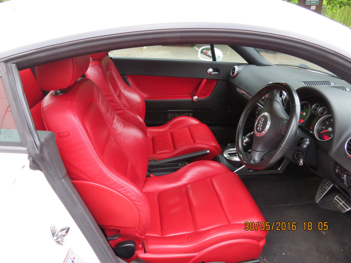 2004 3.2 DSG Rare Factory White + Red Leather For Sale (picture 5 of 6)