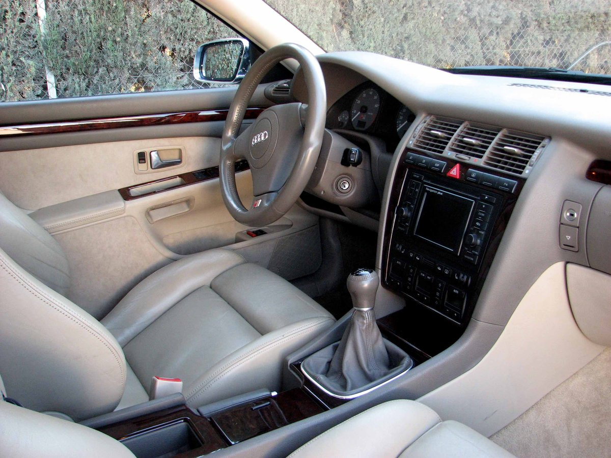 2000 Final Edition S8 Quattro Sport Navigation Manual  For Sale (picture 6 of 6)