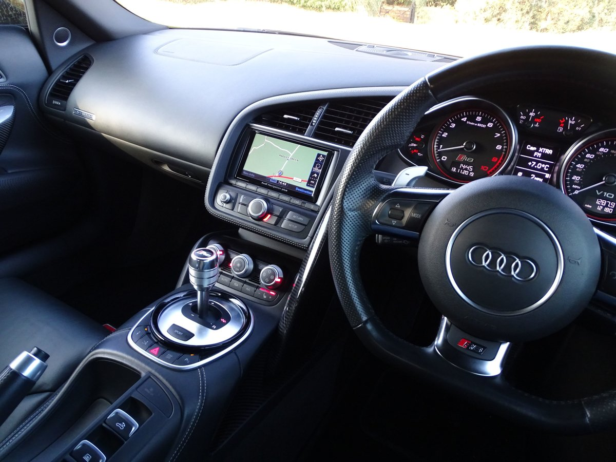 2015 Audi  R8  SPYDER 5.2 V10 QUATTRO CABRIOLET S-TRONIC AUTO  66 For Sale (picture 10 of 24)