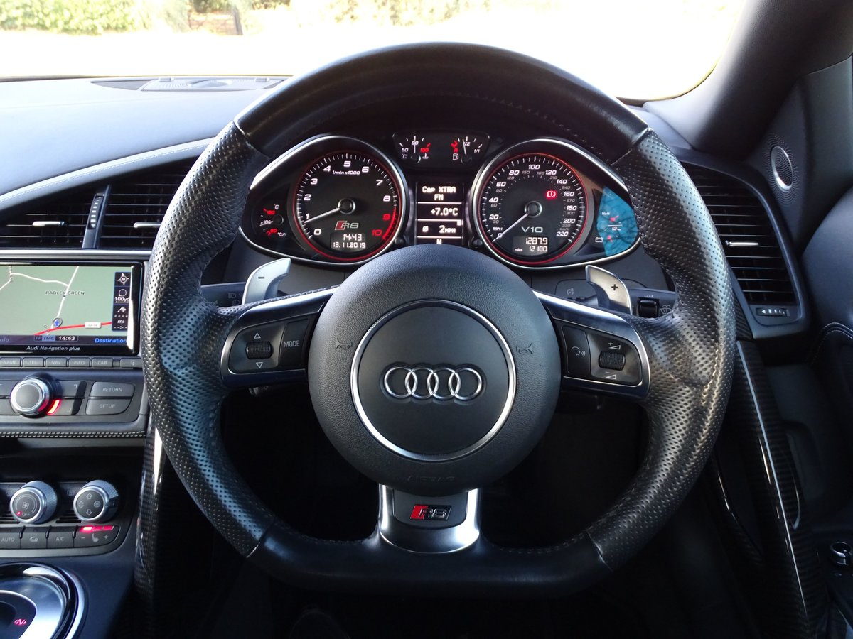 2015 Audi  R8  SPYDER 5.2 V10 QUATTRO CABRIOLET S-TRONIC AUTO  66 For Sale (picture 11 of 24)