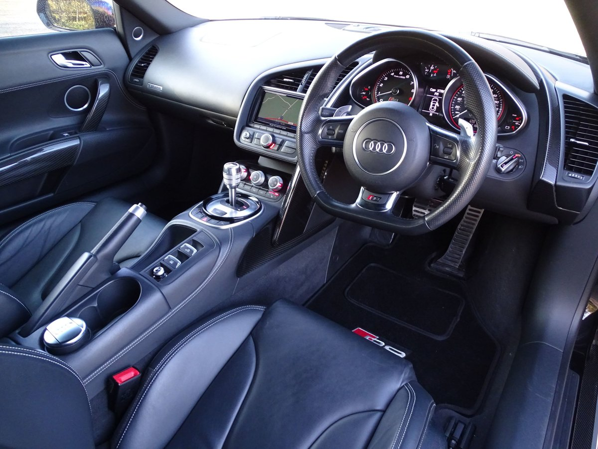 2015 Audi  R8  SPYDER 5.2 V10 QUATTRO CABRIOLET S-TRONIC AUTO  66 For Sale (picture 18 of 24)
