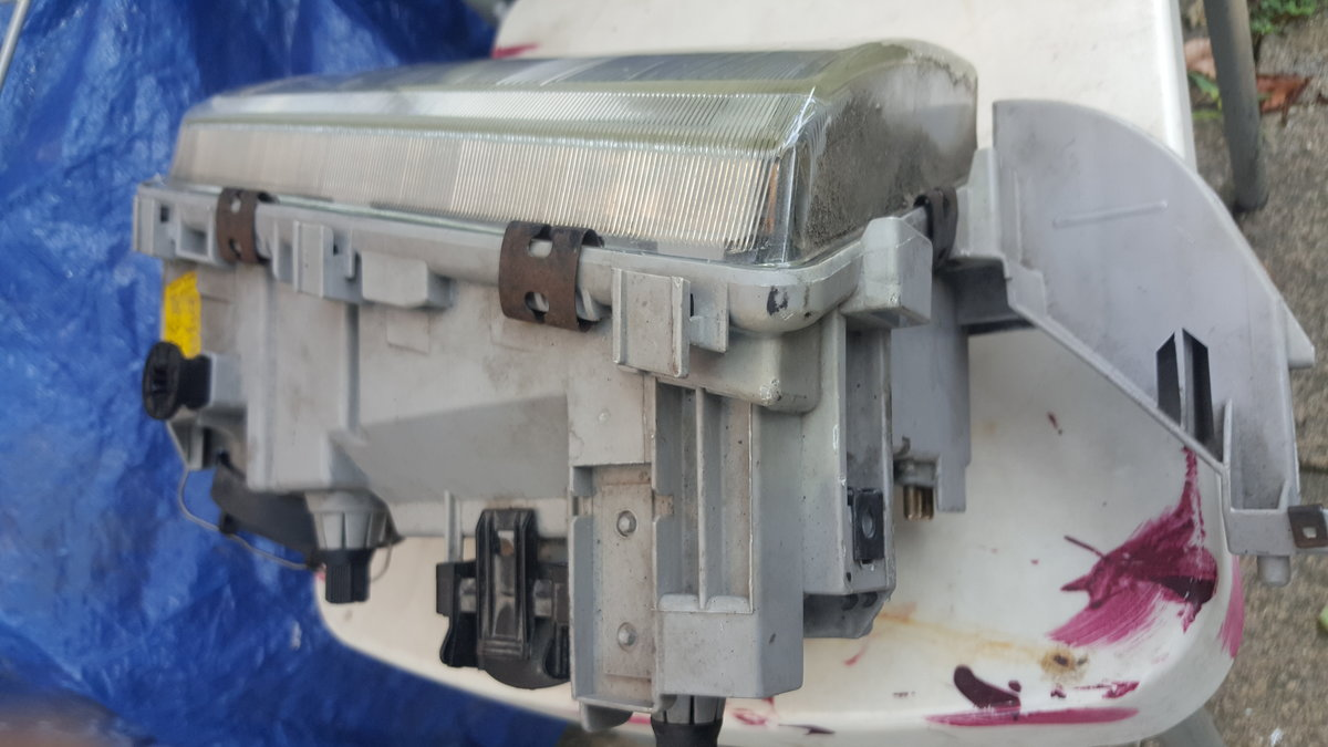 Mercedes W202 Drivers side Headlight  For Sale (picture 3 of 5)