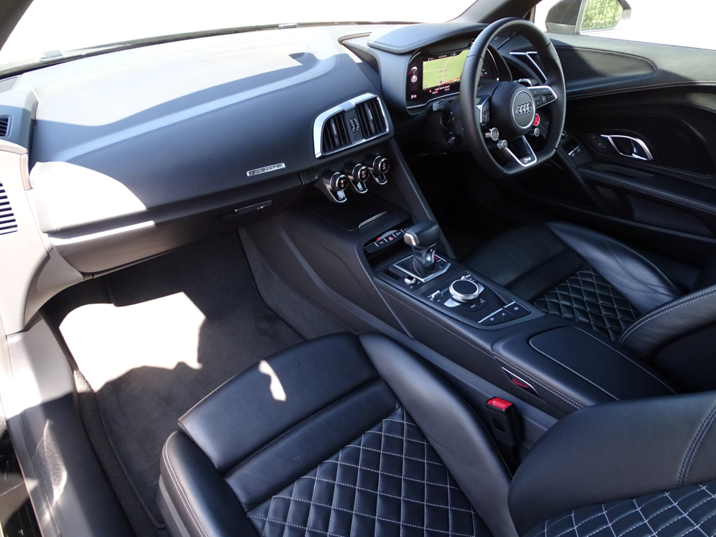 2017 Audi  R8  SPYDER V10 SPORT PLUS PACK QUATTRO  85,948 For Sale (picture 3 of 24)