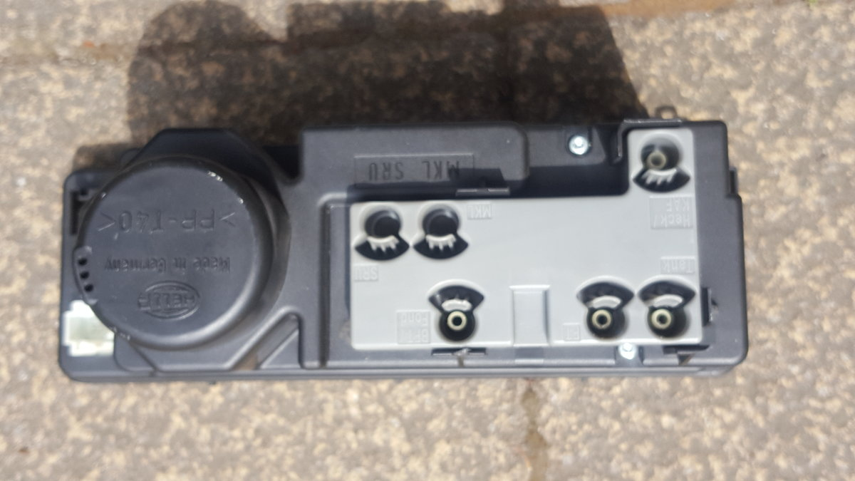 Mercedes w202 c240 Vacuum Pump and 4x Centre Caps For Sale (picture 1 of 5)