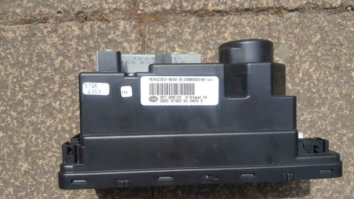 Mercedes w202 c240 Vacuum Pump and 4x Centre Caps For Sale (picture 2 of 5)