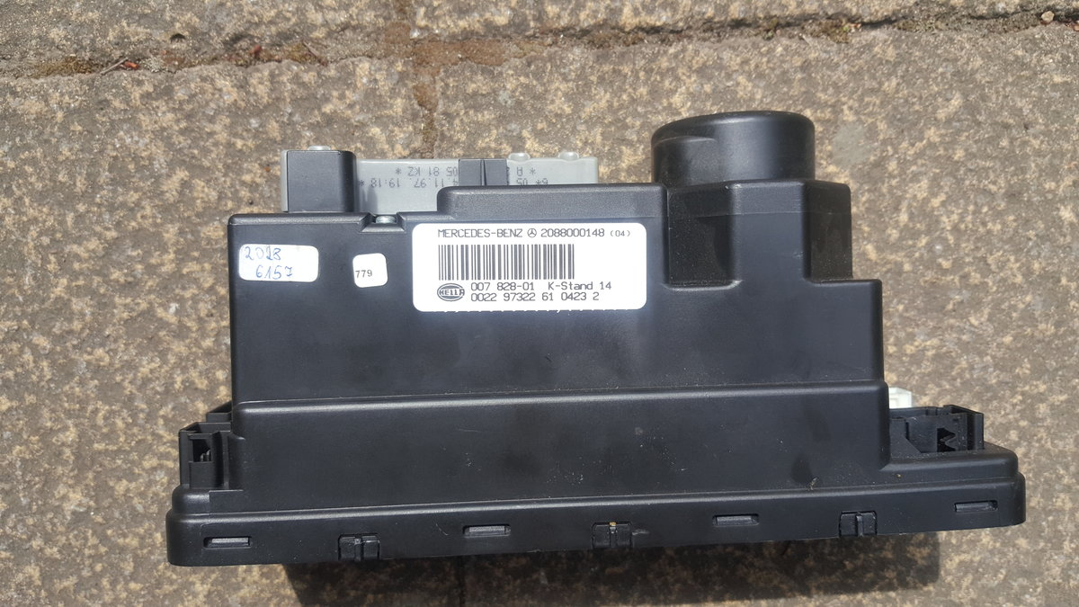Mercedes w202 c240 Vacuum Pump and 4x Centre Caps For Sale (picture 3 of 5)