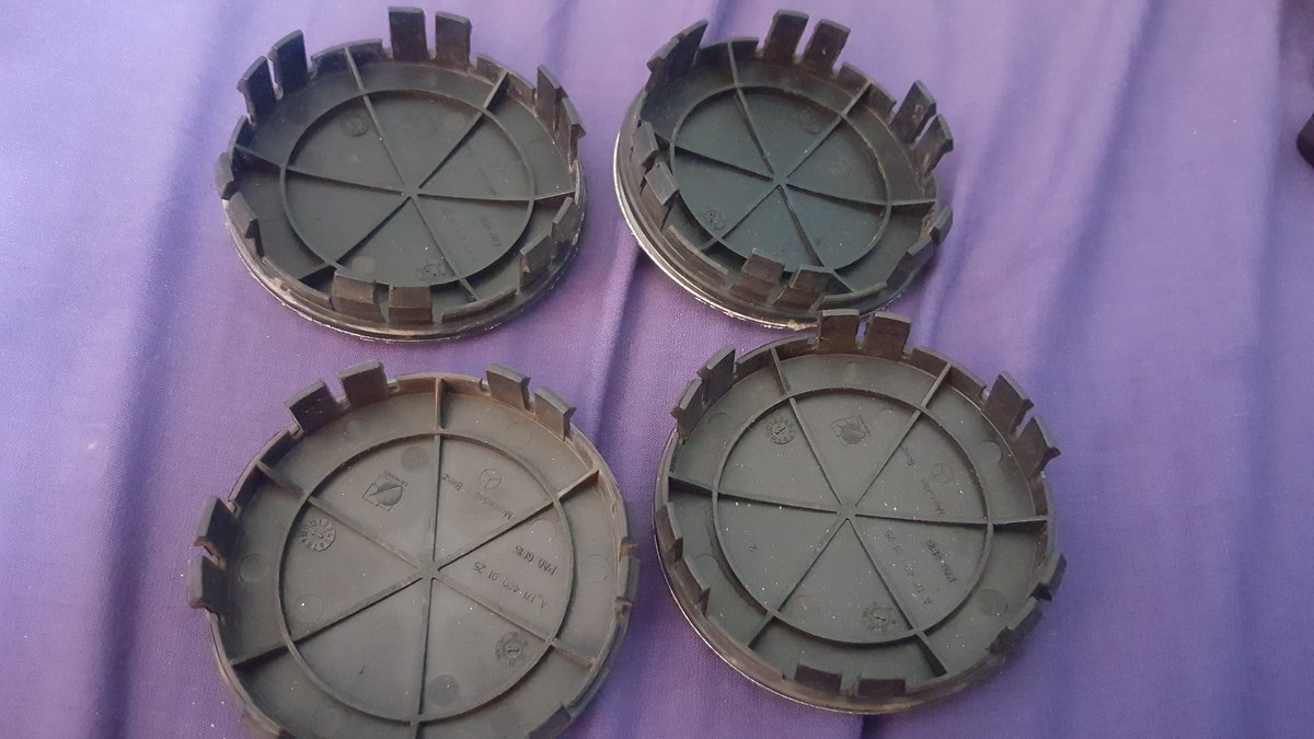 Mercedes w202 c240 Vacuum Pump and 4x Centre Caps For Sale (picture 5 of 5)