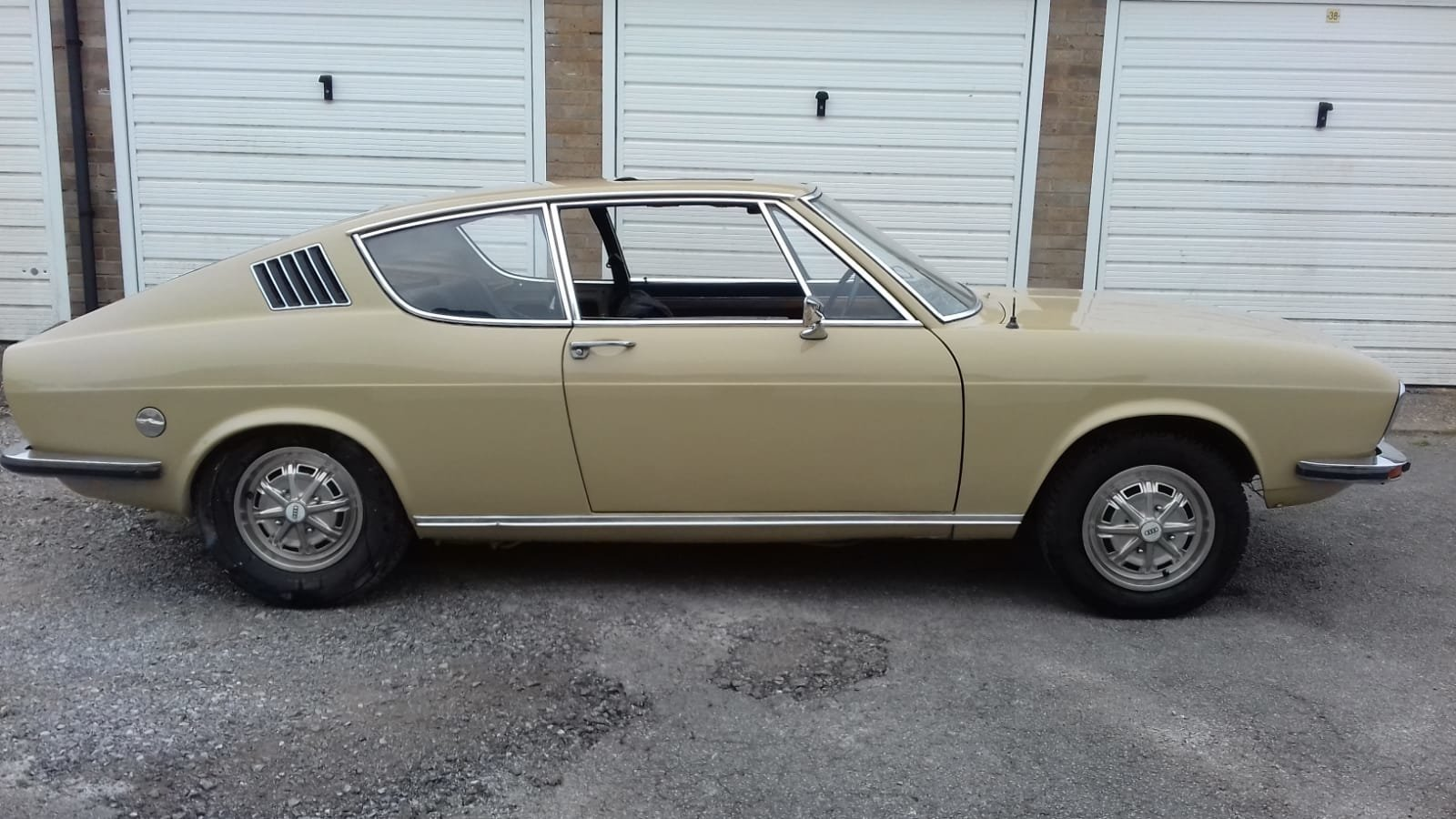 Audi 100 S Coupe - Sahara Beige  - Project 1972 For Sale (picture 4 of 6)