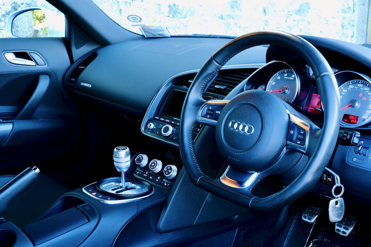 2008 Audi R8 4.2 V8 Quattro (only 4,000 miles!) For Sale (picture 5 of 6)