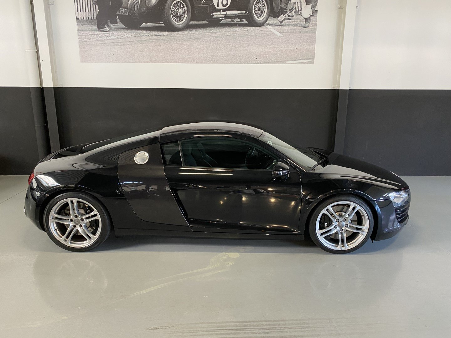 AUDI R8 4.2i V8 Quattro FSI Low mileage (2008) For Sale (picture 3 of 12)