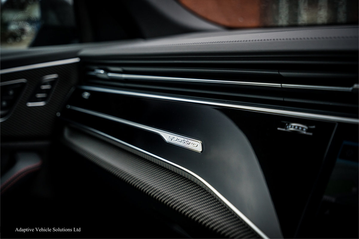 2020 Save £5000 Off Audi RS Q8 Carbon Black - Pan Roof For Sale (picture 6 of 12)