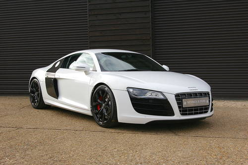 2009 09/59 Audi R8 5.2 V10 R-Tronic Quattro Coupe (29,463 miles) SOLD (picture 2 of 6)
