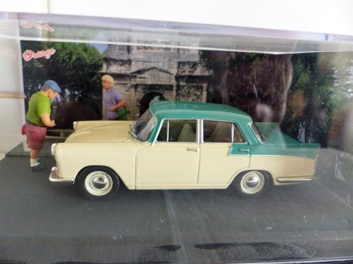 IXO/ALTAYA CASED 1:43 SCALE AUSTIN A55 IN DIORAMA For Sale (picture 1 of 6)